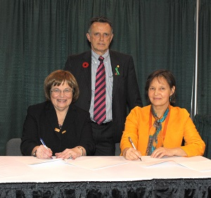 Canadian Coalition for Green Health Care Signing
